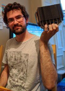 ouroboros holding a large heatsink